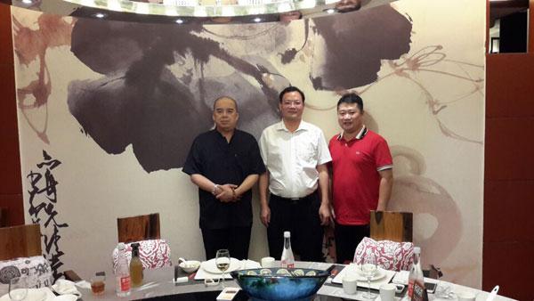 泉州七中菲校友会理事长杨金阳先生与许少锋、陈主任相聚厦门