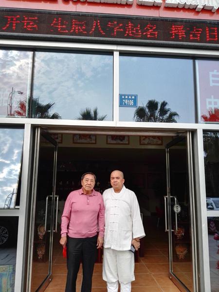 旅菲爱国侨领陈祖昌先生到万灵三清殿拜访现任菲律宾白龙王许少锋